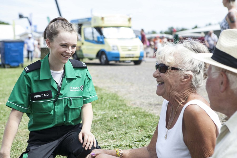 First aider with a couple at an event